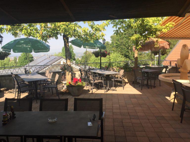 La terrasse depuis le bar
